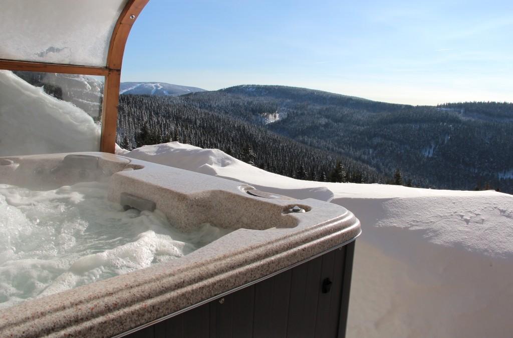 Ubytování V Krkonoších s vířivkou ve sněhu